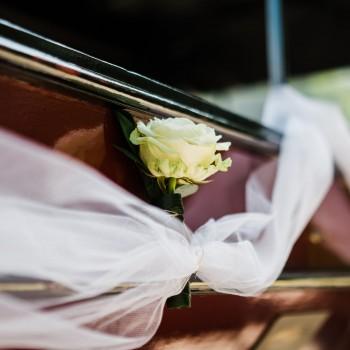 Bruidswerk huifkar - Foto: Liesbeth Gavriilakis fotografie